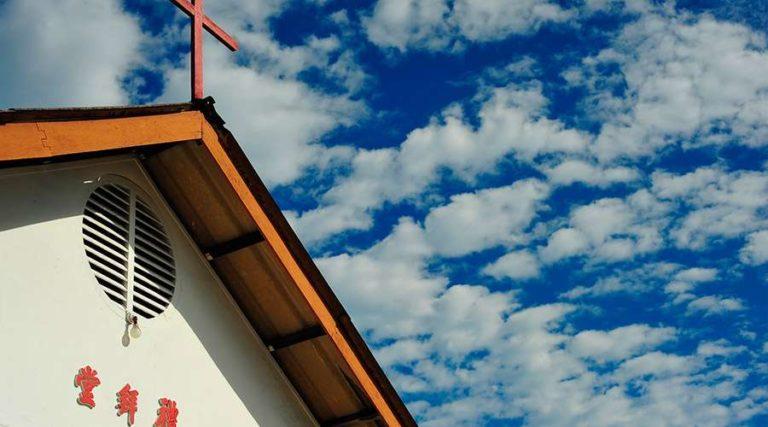 Gobierno de China exige a iglesias retirar referencias a los Diez Mandamientos