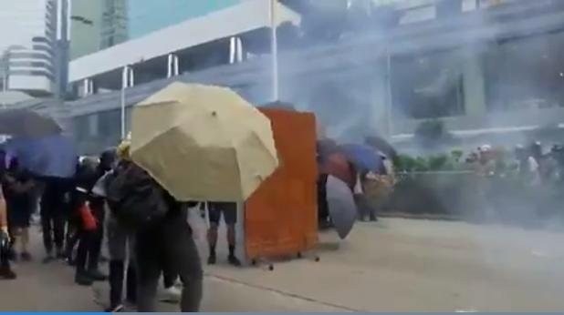 Arde Hong Kong en vísperas del Día Nacional de China