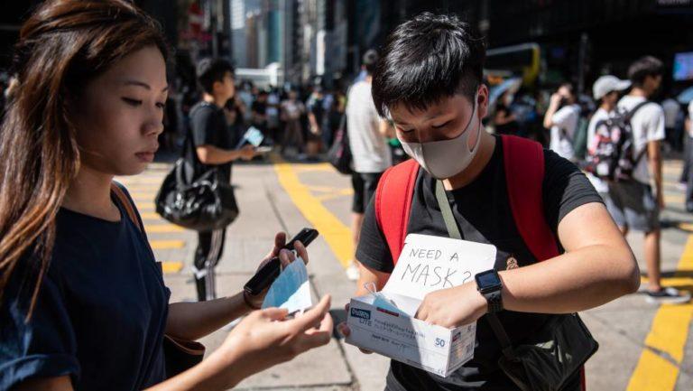 Caos en Hong Kong al entrar en vigor el veto a las máscaras en las protestas